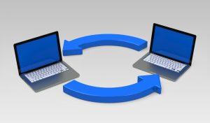 2 laptops with circular arrows between